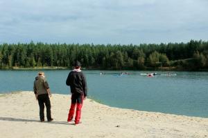 Erik och Sonja får observera från stranden den här gången